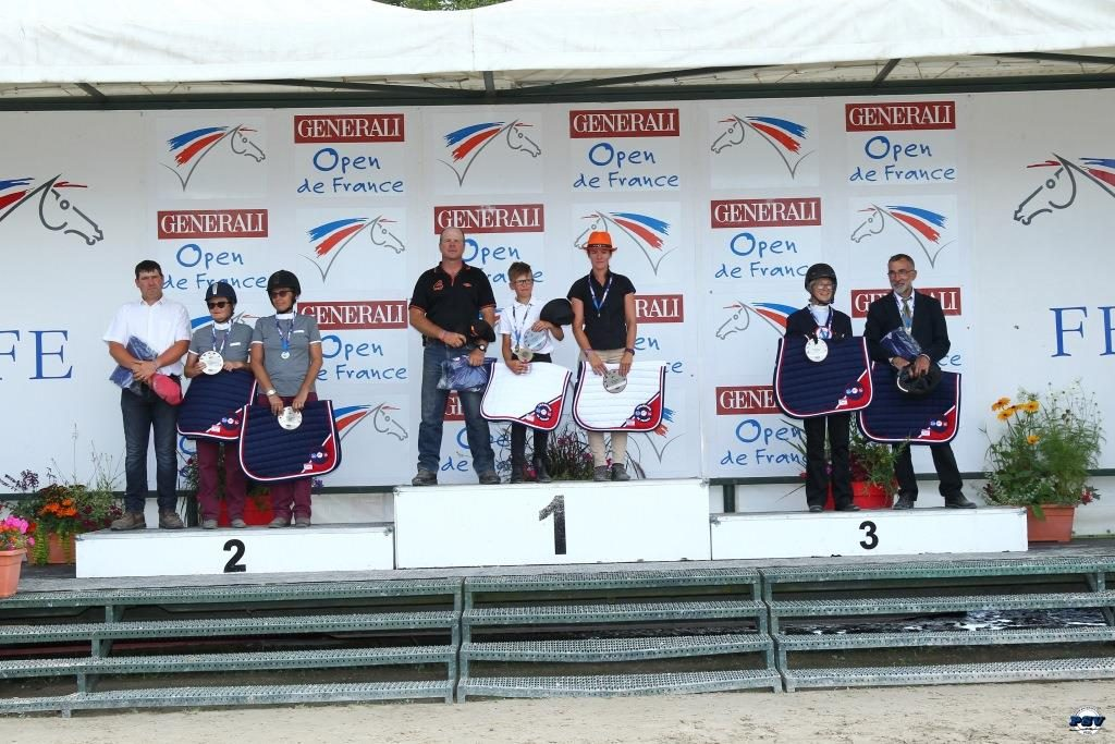 POD : ATTELAGE CLUB ELITE GRAND PRIX PAIRE : CATHERINE LEPPERT BEZIAT 3* VERONIQUE LECREUX 2*  KILIAN LENORMAND 1